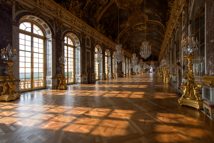 ' ' from the web at 'http://en.chateauversailles.fr/sites/default/files/ggg.jpg'