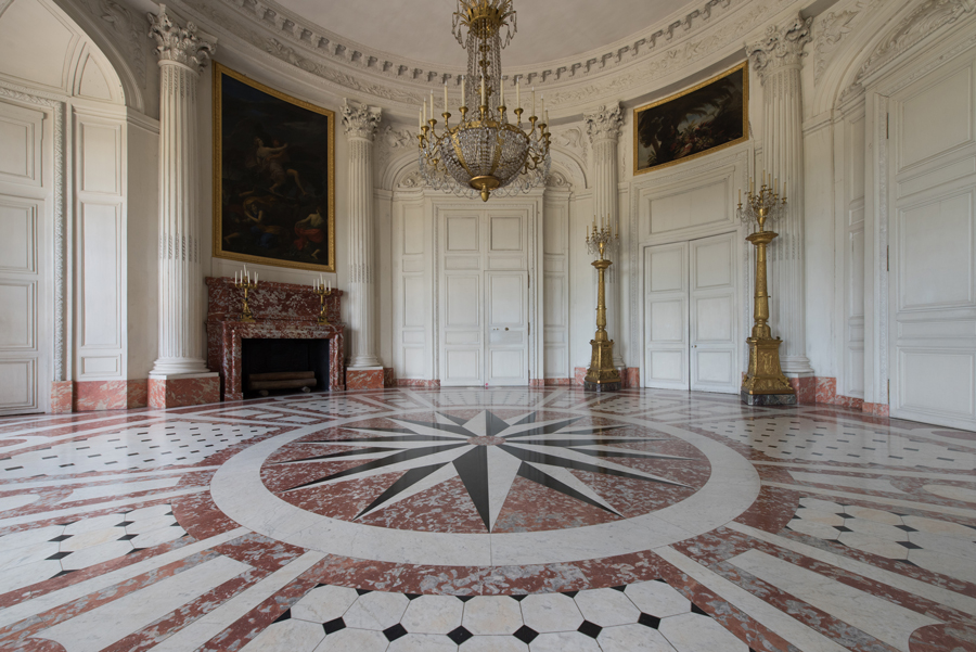the grand trianon palace of versailles. Black Bedroom Furniture Sets. Home Design Ideas