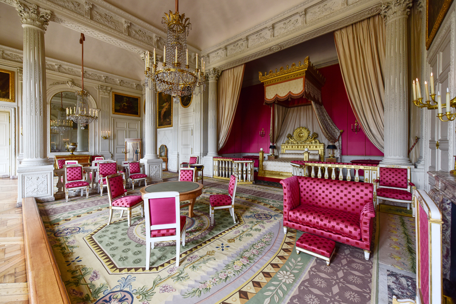 Formerly The Bedroom Of Louis XIV, This Room Is Divided By A Row Of  Corinthian Columns. The Sculpted Wooden Panels Are Particularly Elegant.