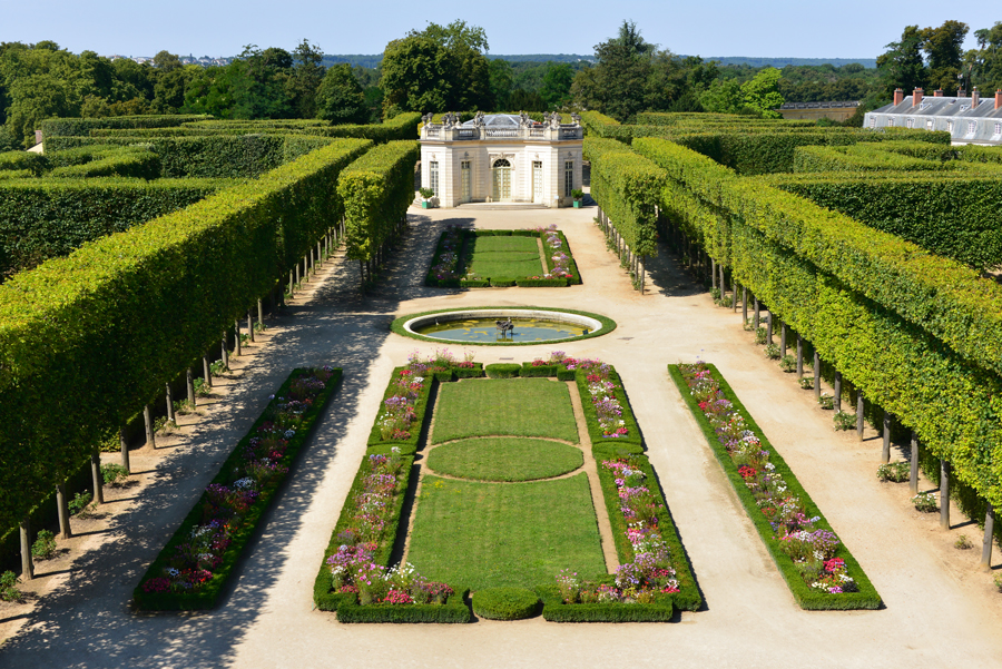 The french gardens of the petit trianon palace of versailles for Garden design versailles