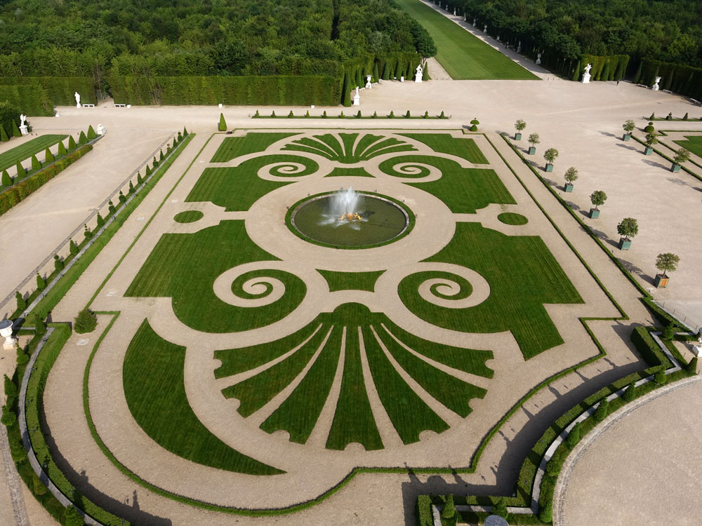 Parterres and paths | Palace of Versailles