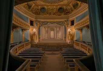 the queen's theatre