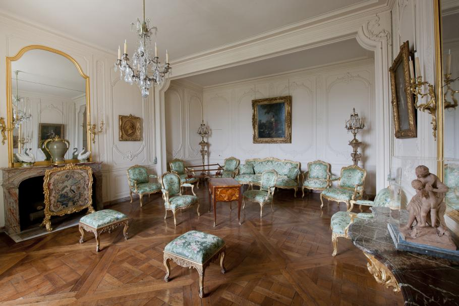 The mistresses 39 apartments palace of versailles for Chambre louis xvi versailles