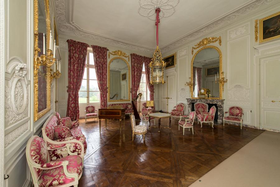 the petit trianon palace of versailles. Black Bedroom Furniture Sets. Home Design Ideas