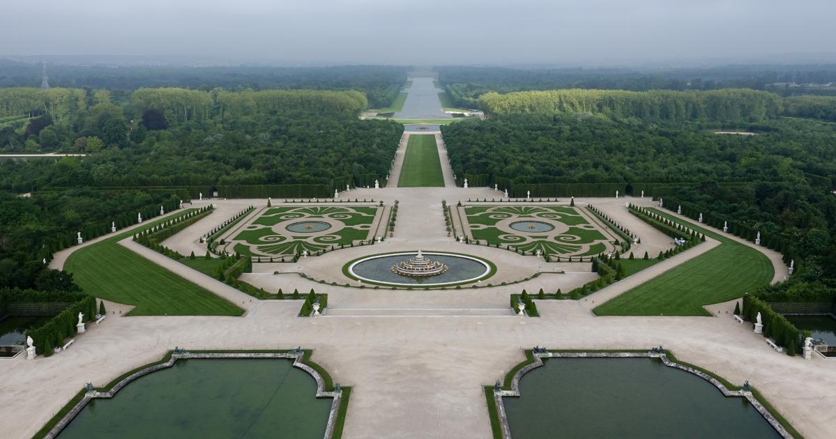 The gardens palace of versailles for Jardin chateau de versailles